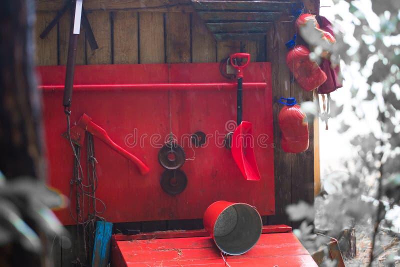 Vecchi strumenti per estinzione di incendio immagine stock