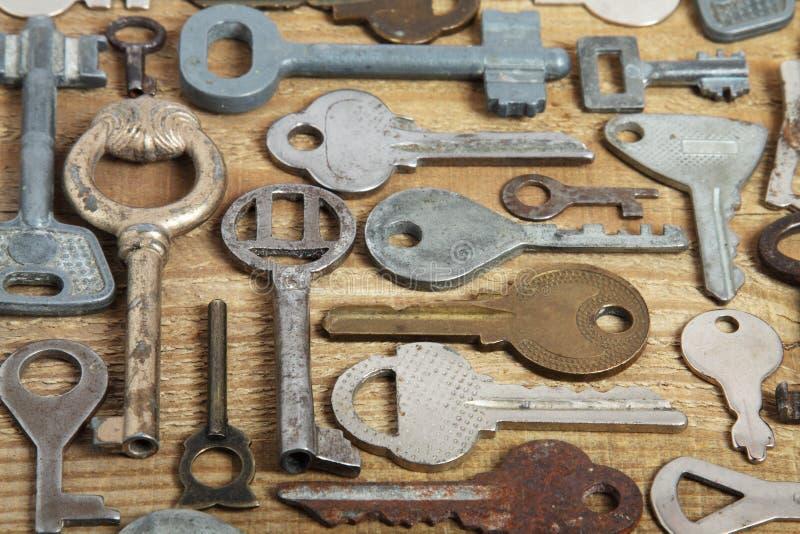 Vecchi tasti su legno fotografia stock libera da diritti