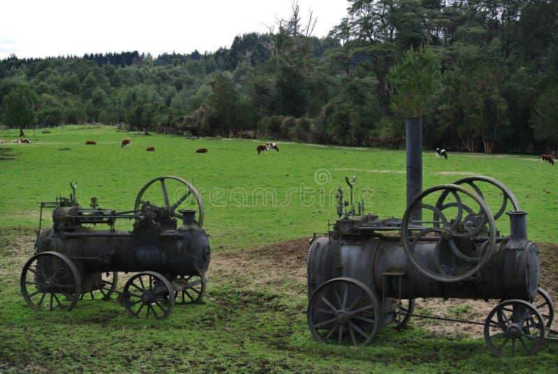 Vecchi trattori del vapore vicino alla strada del lago llanquihue fotografia stock libera da diritti