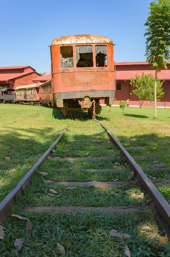 Vecchi treni che sono attrazioni turistiche su Estrada de Ferro Made fotografia stock