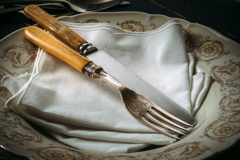 Vecchi utensili della cucina immagini stock