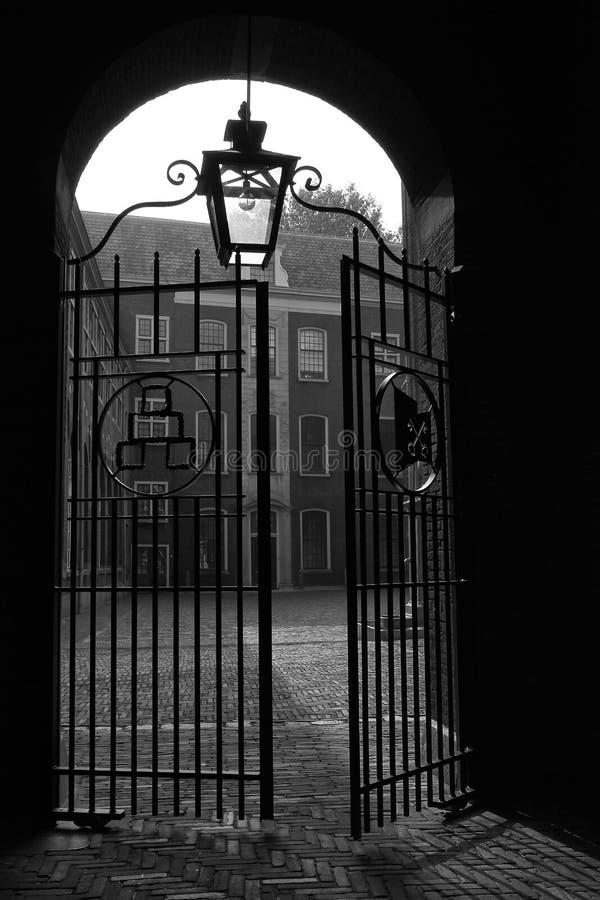 Vecchia apertura del cancello a Leida fotografie stock libere da diritti