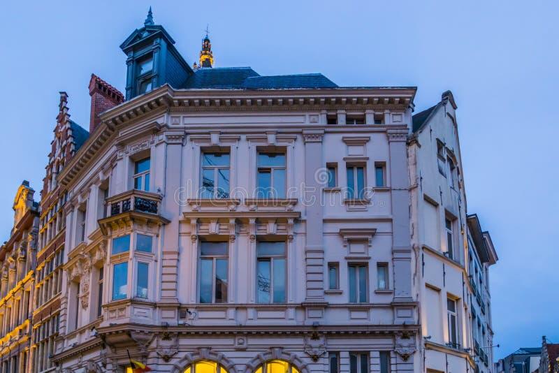 Vecchia architettura classica della città a Anversa, costruzioni storiche a antwerpen, Belgio immagini stock libere da diritti