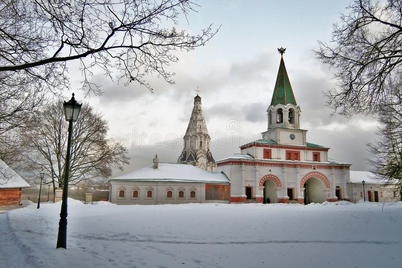 Vecchia architettura del parco di Kolomenskoye fotografie stock