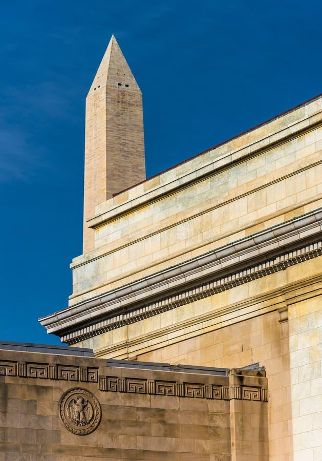 Vecchia architettura e Washington Monument in Washington, DC fotografia stock
