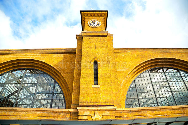 Download Vecchia Architettura In Finestre E Muro Di Mattoni Immagine Stock - Immagine di disegno, vita: 56879127