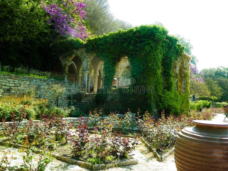 Palazzo e giardini di balchik foto stock download 37 for Architettura giardini