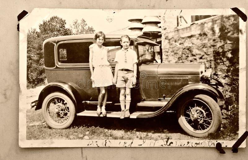 Vecchia automobile/1900 dei bambini della foto fotografia stock