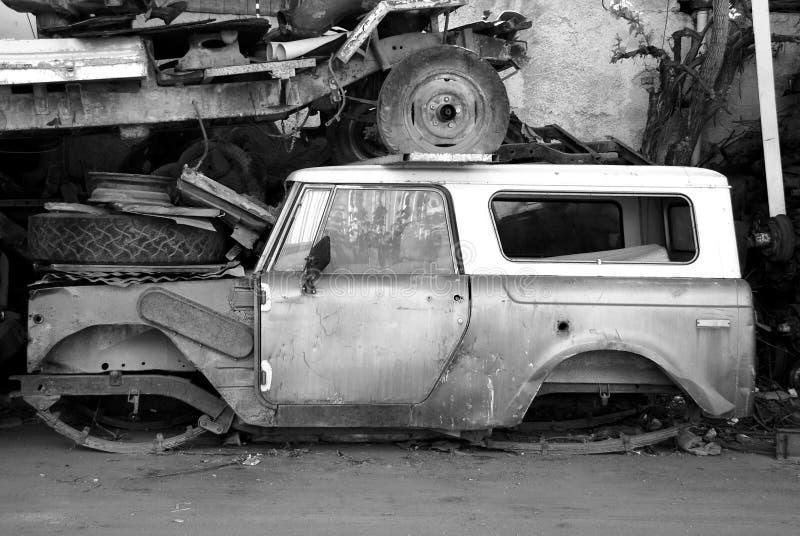 Vecchia automobile abbandonata fotografie stock