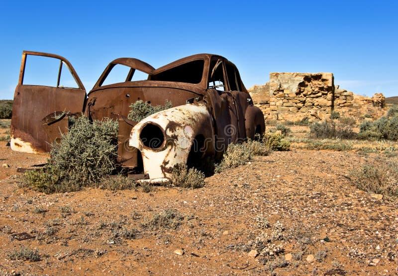 Vecchia automobile arrugginita immagine stock