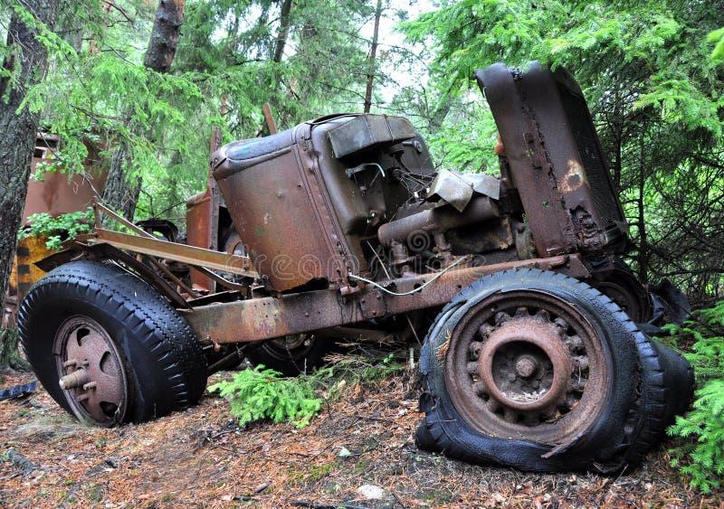 Vecchia automobile arrugginita fotografia stock
