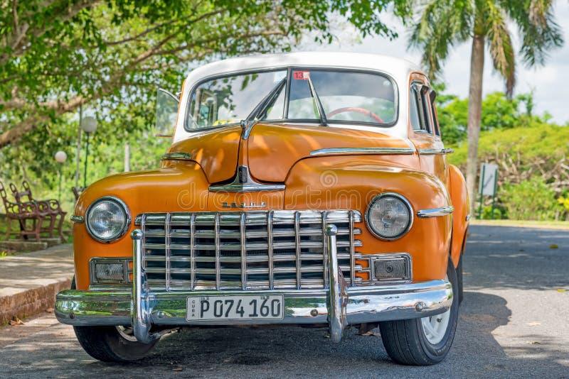 Vecchia automobile classica meravigliosamente ristabilita di Dodge a Avana immagine stock libera da diritti