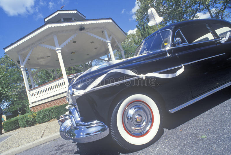 Vecchia automobile con la decorazione di nozze, Cape May, NJ immagini stock libere da diritti