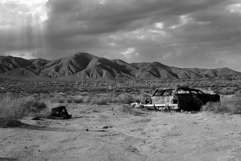 Download Vecchia Automobile Del Deserto Immagine Stock - Immagine di montagne, nubi: 7307353