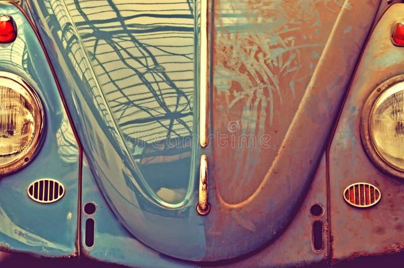 Vecchia automobile di Anfas, mezzo sporco Retro stile (autolavaggio, bene e male, fotografie stock libere da diritti