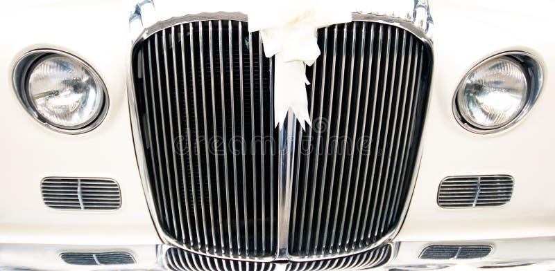 Vecchia automobile di cerimonia nuziale dell'annata immagine stock libera da diritti