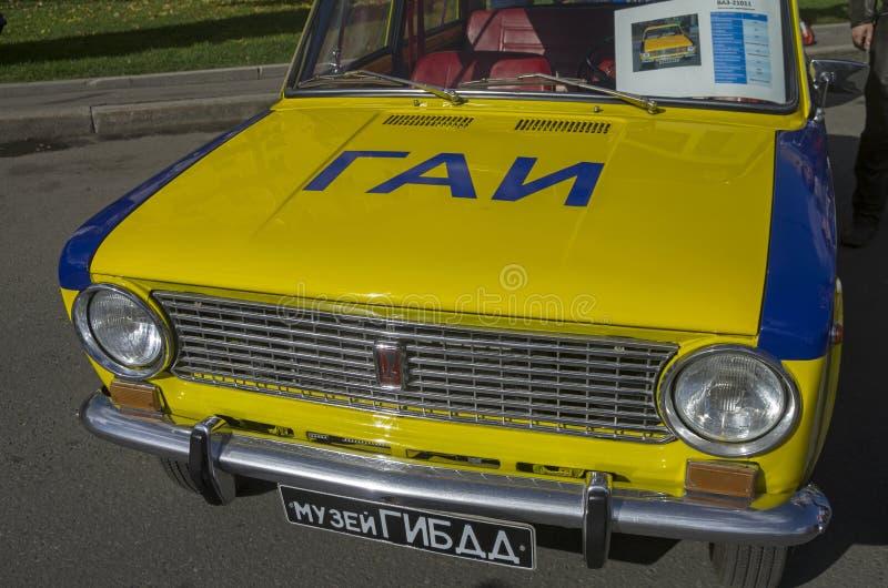 Vecchia automobile di VAZ 2101 del Soviet fotografie stock