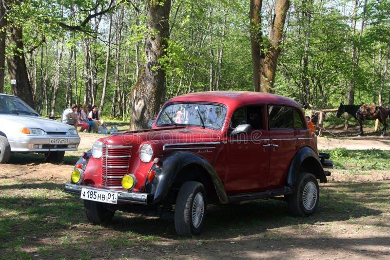 Vecchia automobile Moskvich dell'URSS fotografia stock