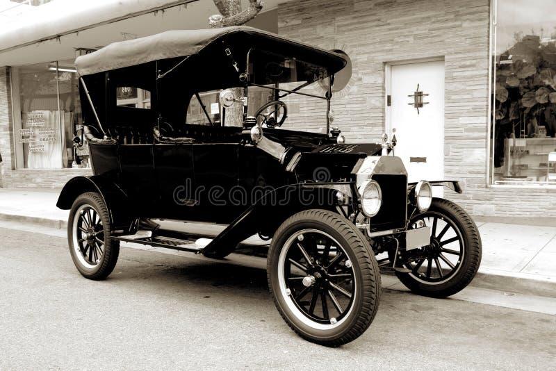 Vecchia automobile a partire da 1915 fotografia stock