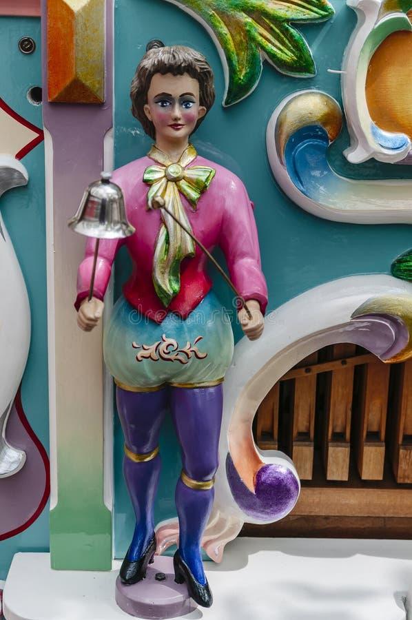 Vecchia bambola olandese di legno dell'organo a rullo fotografia stock