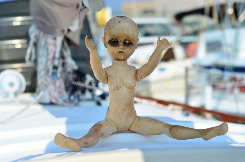 Vecchia bambola terrificante fotografia stock libera da diritti