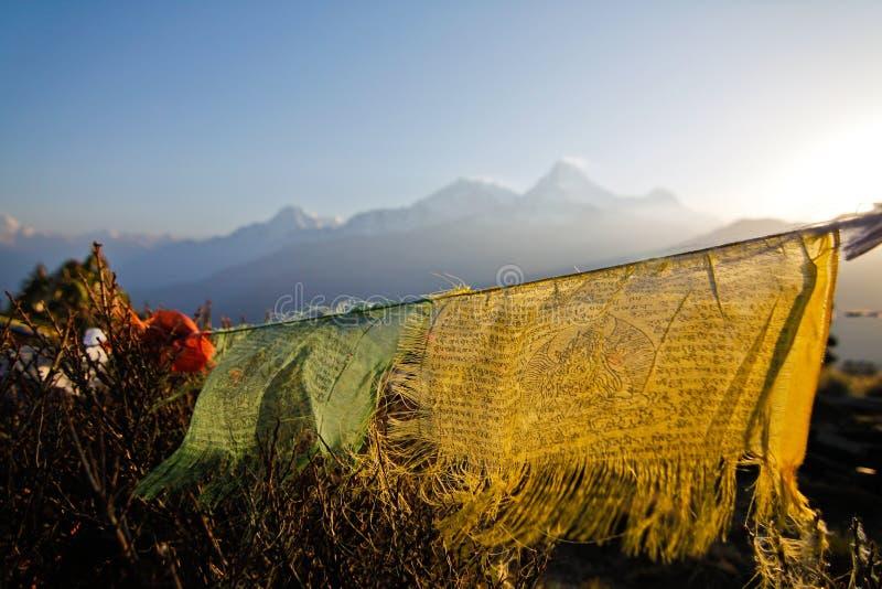 Vecchia bandiera di preghiera al hilldi Poonnel Nepal fotografia stock