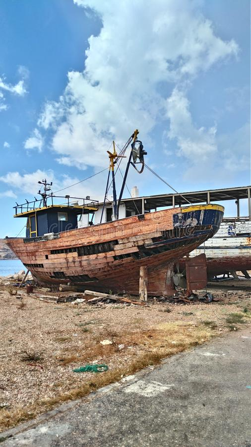 Vecchia barca rovinata fotografia stock