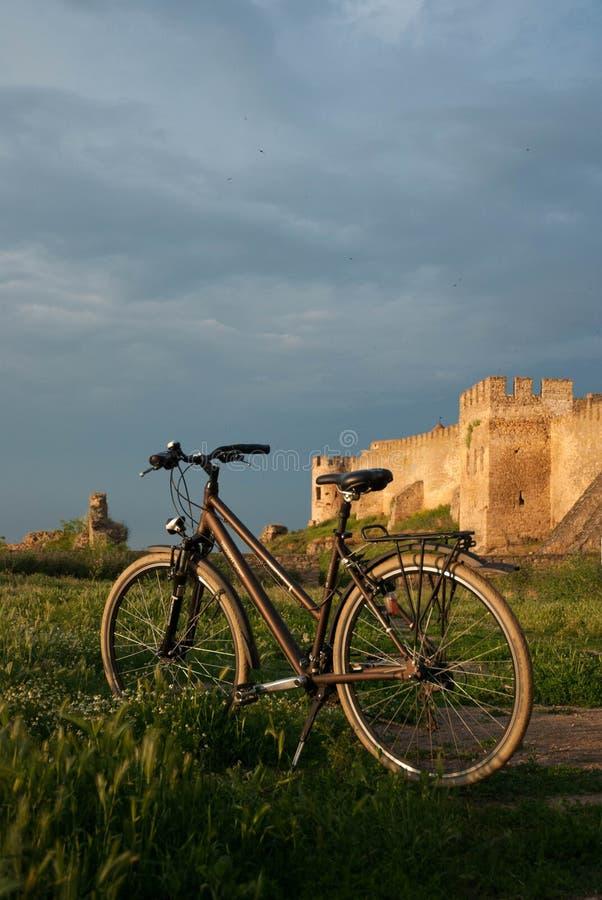 Vecchia bici di sport di estate della bicicletta immagine stock
