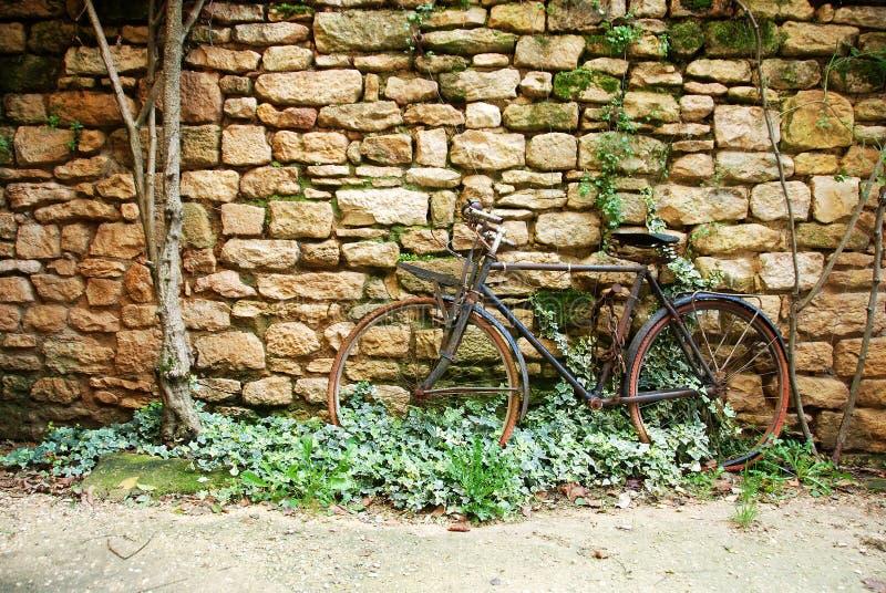 Vecchia bicicletta fotografie stock libere da diritti