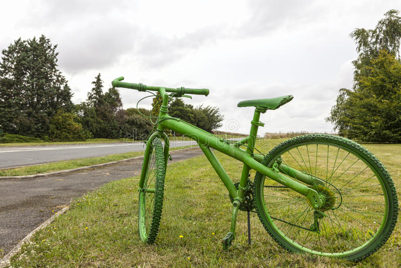 Vecchia bicicletta verde fotografie stock libere da diritti