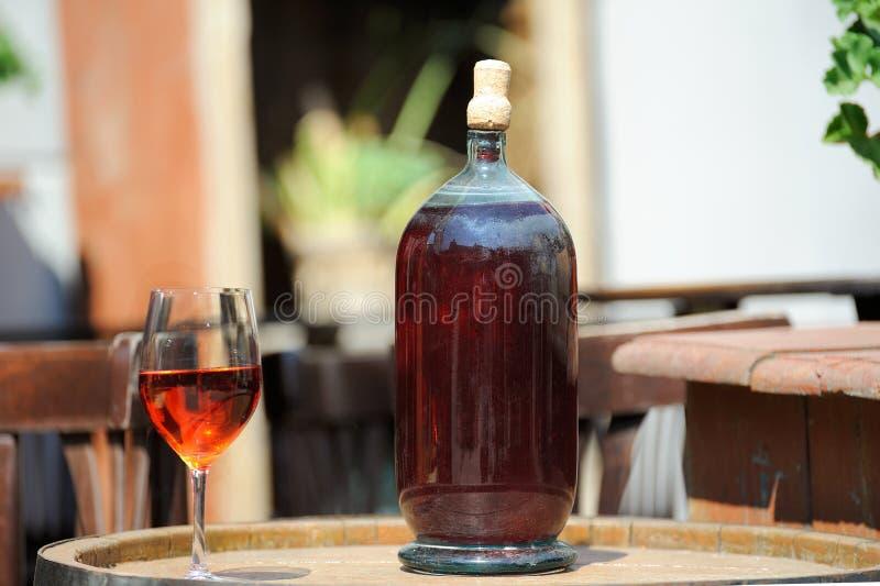 Vecchia bottiglia di vino immagini stock libere da diritti