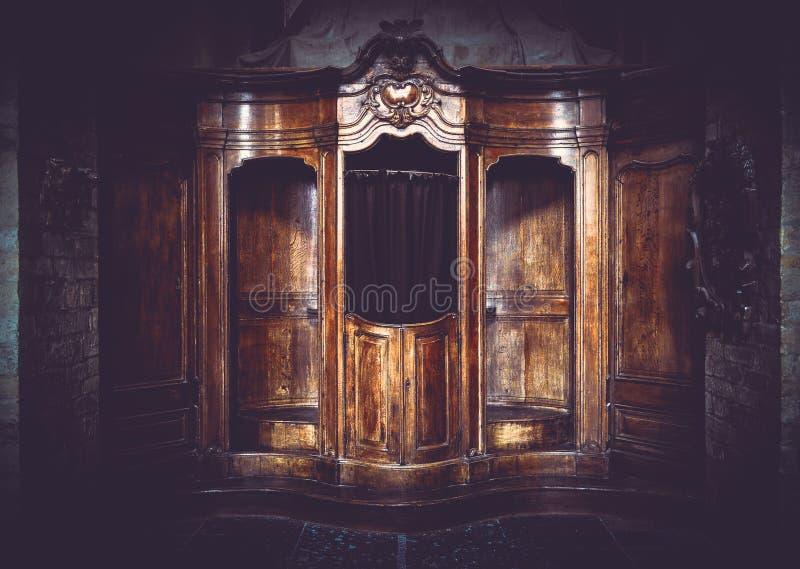Vecchia cabina d'annata della mobilia nello stile filtrato artistico immagine stock
