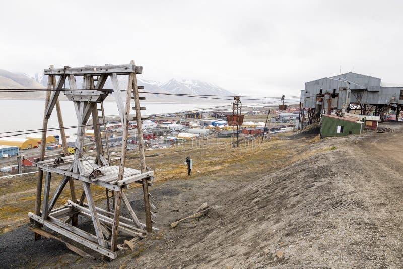 Vecchia cabina di funivia per il trasporto di carbone in Longyearbyen, Spitsberg fotografia stock libera da diritti