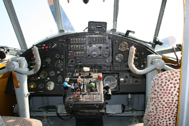 Vecchia cabina di guida dell'aeroplano immagini stock