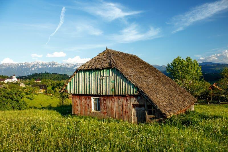 Vecchia Camera rurale da un paesino di montagna in Romania fotografia stock libera da diritti