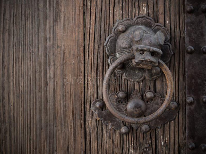 Vecchia campana dell'anello del leone di stile cinese fotografia stock