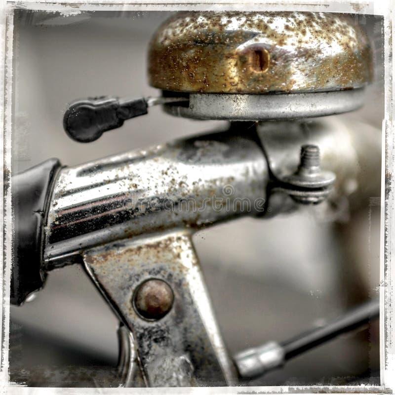 Vecchia campana della bicicletta con ruggine immagini stock libere da diritti