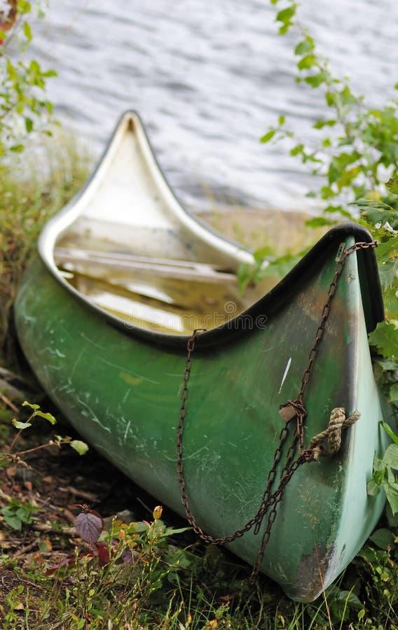 Vecchia canoa immagine stock