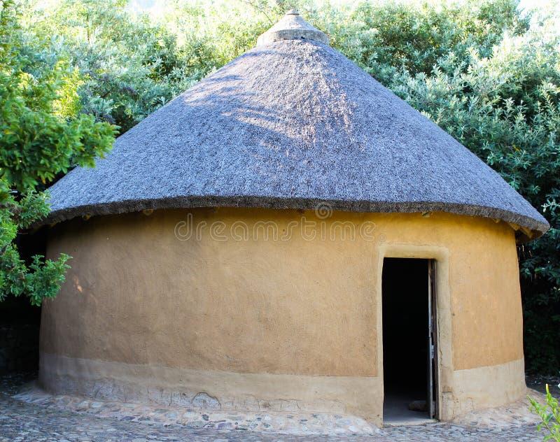 vecchia capanna tradizionale africana immagine stock