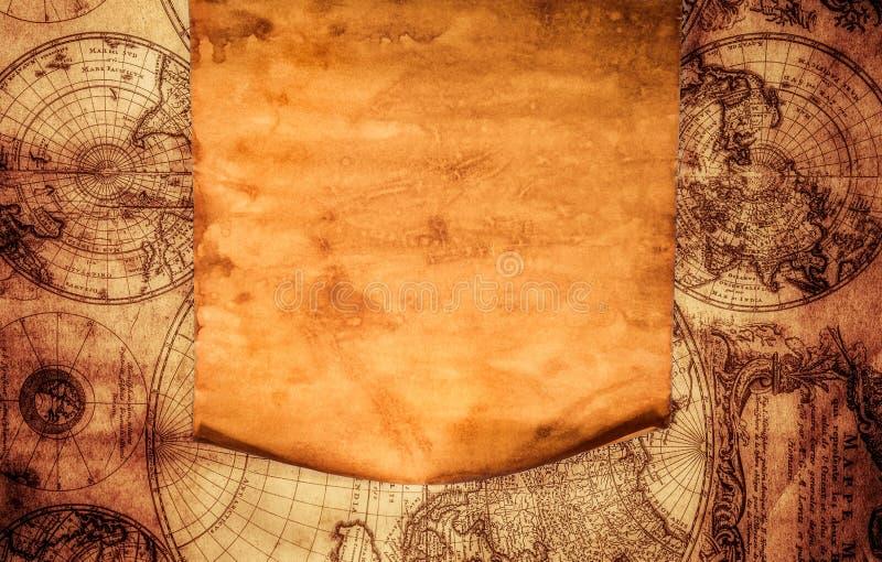 Vecchia carta in bianco contro lo sfondo di una mappa antica fotografie stock libere da diritti