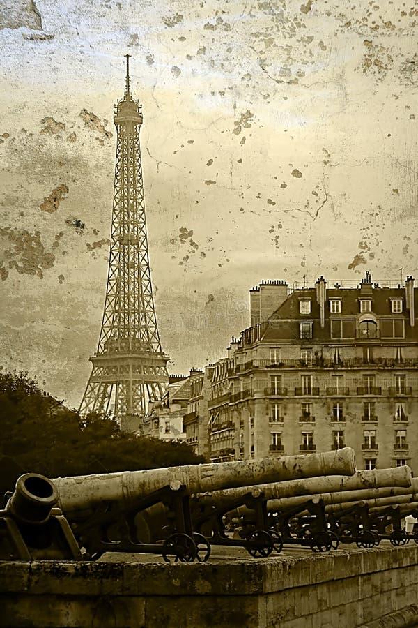 Vecchia cartolina con i cannoni d'annata e la torre Eiffel fotografia stock
