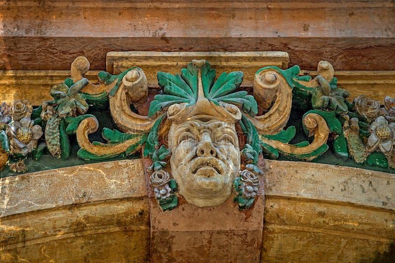 Vecchia cartolina della facciata con i dettagli architettonici Timisoara, ROM fotografia stock