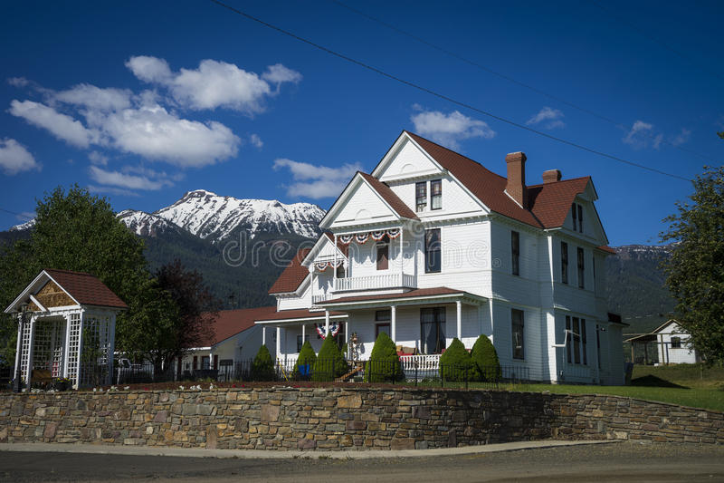 Vecchia casa bianca negli Stati Uniti occidentali fotografie stock