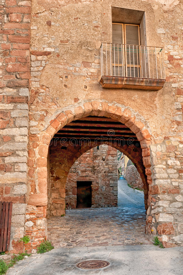 Vecchia casa, Collbato, Spagna immagini stock