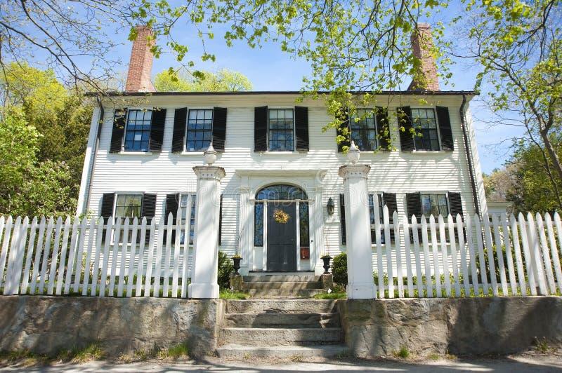 Vecchia casa coloniale fotografia stock immagine di casa for Casa coloniale meridionale