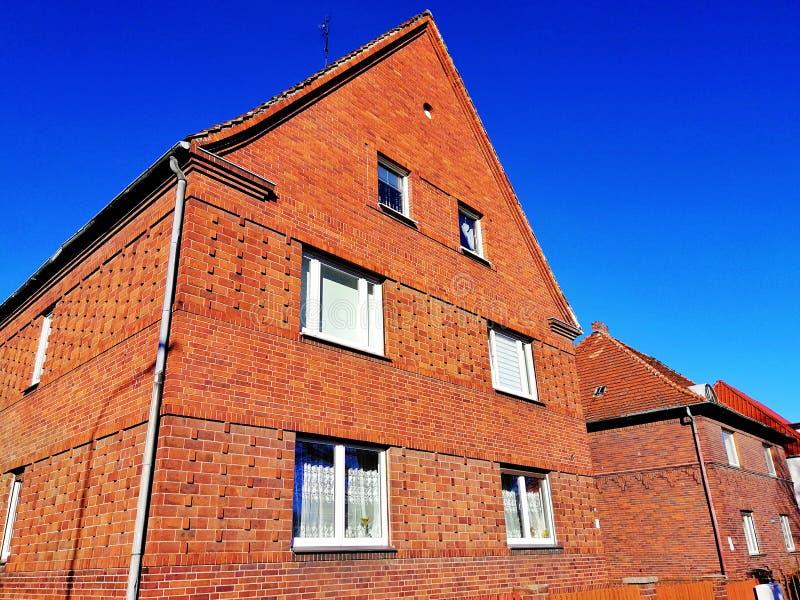 Vecchia casa con mattoni a vista in Polonia immagini stock libere da diritti