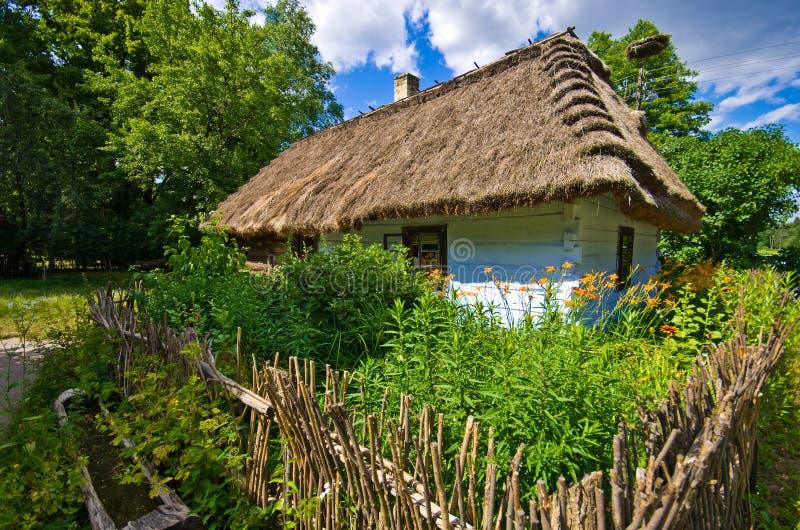 Vecchia casa del villaggio rurale in Polonia del sud immagine stock libera da diritti