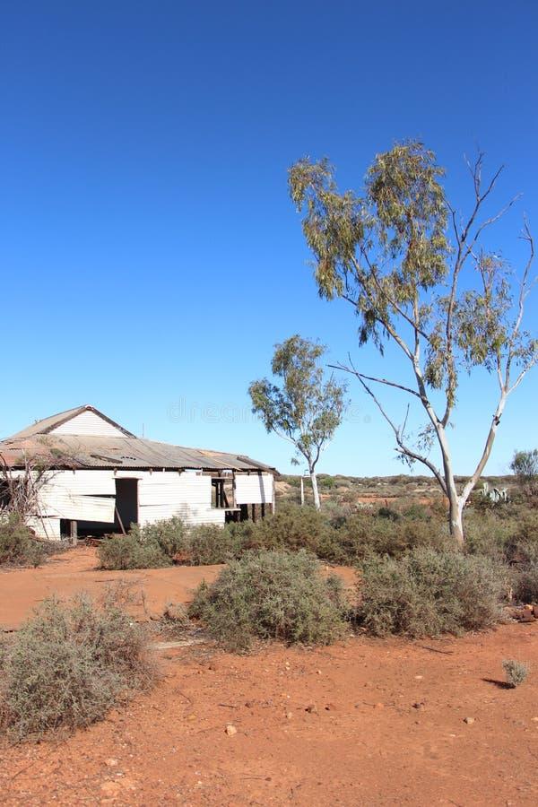 Vecchia casa dell'azienda agricola nell'entroterra australiana ad ovest fotografia stock libera da diritti