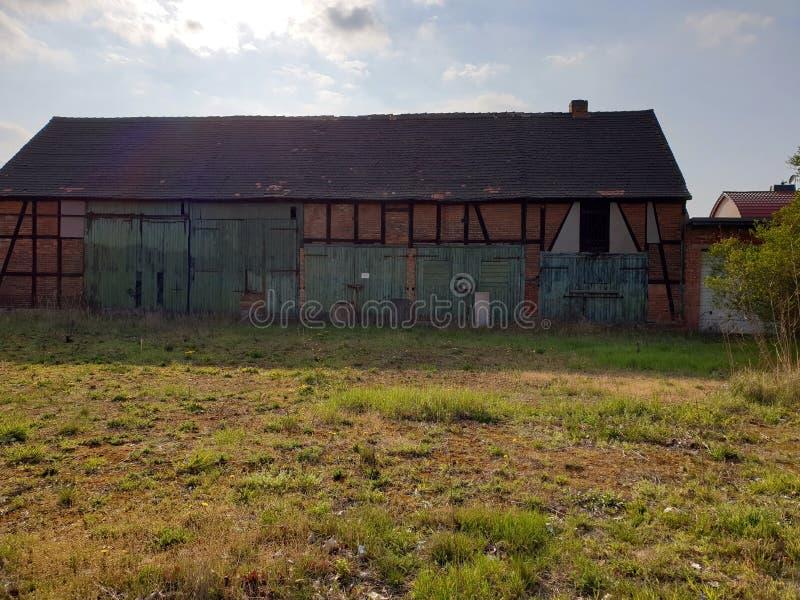 Vecchia casa della capriata del granaio fotografia stock