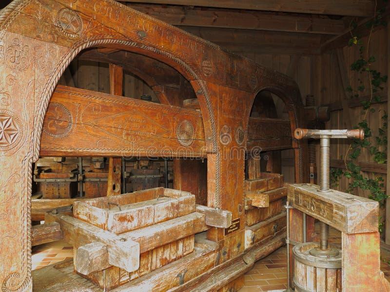 Vecchia casa della pressa per la vinificazione immagine stock libera da diritti